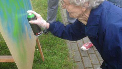 Photo of Puszki farby i pędzle w ruch. Seniorzy ubarwiają miasto