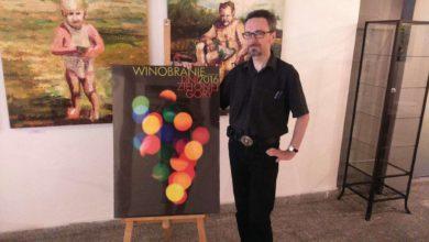 Photo of Grafika zrodzona ze światła. Wybrano plakat winobraniowy