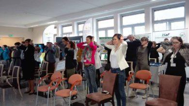 Photo of Elżbieta Polak zarządza dodatkową przerwę od pracy na… ćwiczenia!