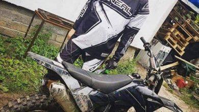 """Photo of """"Mama mówiła, że na graniu nie wyżyję"""", więc usiadł też na motocyklu. """"Purpose"""" o pasji i """"hajsie z YouTube'a"""""""