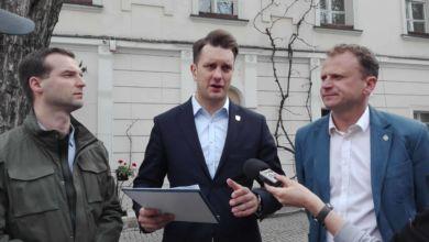 Photo of PiS chce ciąć pensje posłów i senatorów. Bezpartyjni idą dalej