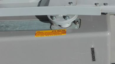 Photo of Żółte naklejki na przejazdach kolejowo-drogowych. PKP wyjaśnia, czemu służą