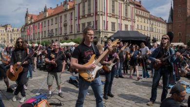Photo of Nowy Gitarowy Rekord Guinnessa! Nie zabrakło polskich gwiazd! [Rozmowa z Leszkiem Cichońskim]