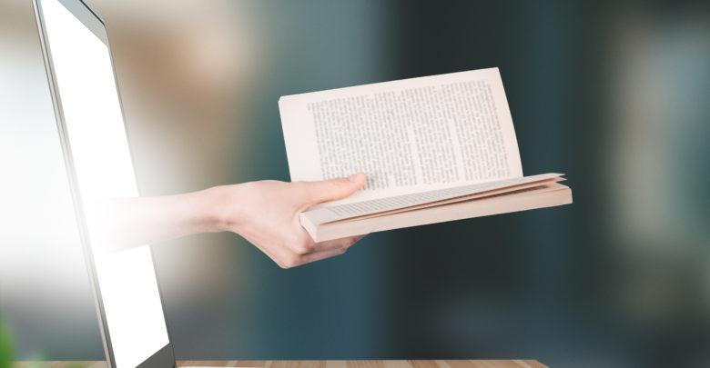 Photo of Co czytamy w internecie? Na topie – książki Lipińskiej, Mroza i Sapkowskiego