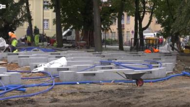 Photo of Skończą budowlańcy, przyjdą muzycy! Niecały miesiąc do otwarcia placu przed filharmonią