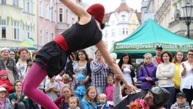 Photo of Ale cyrk! Połykacze ognia, żonglerzy i magicy na ulicach miasta!