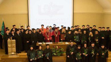 Photo of Dyplomy UZ oficjalnie w rękach nowych doktorów i doktorów habilitowanych