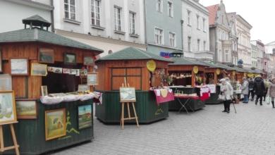"""Photo of Trwa jarmark """"Kraszanka"""". Co na stoiskach przy ratuszu?"""