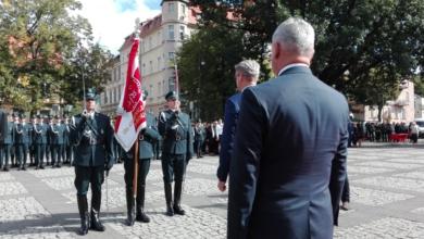 Photo of Administracja skarbowa świętuje. Izbie w Zielonej Górze przekazano sztandar