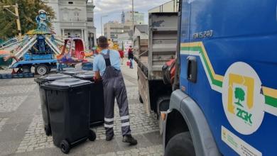 """Photo of Już nie zielone, a czarne. Nowe śmietniki """"zadebiutowały"""" na Winobraniu"""