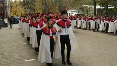 """Photo of """"Budowlanka"""" dla Niepodległej. Hymn, polonez i wystawa na 11 listopada"""
