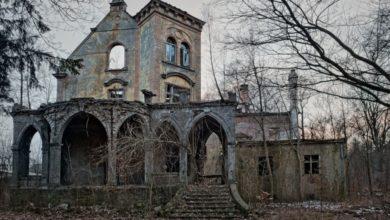 """Photo of Zabytki """"rozebrane"""" przez naturę. Wystawa o zapomnianych zamkach i pałacach"""