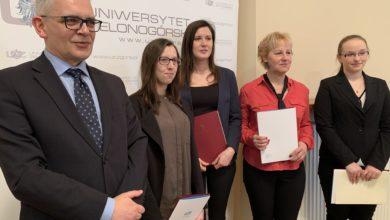 """Photo of """"Cieszę się, że zostałam doceniona"""". Studenci UZ ze stypendiami ministra"""