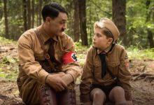 """Photo of (Nie)kumplować się z Adolfem H. – """"Jojo Rabbit"""" reż. Taika Waititi [FILMOPOLIS]"""
