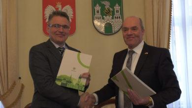 Photo of Współpracowali z gminą, teraz już z miastem. Niemcy z Neuhausen podpisali umowę z Zieloną Górą