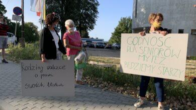 Photo of Zielonogórzanie chcą zmian w Domu Kombatanta. Zorganizowali pikietę