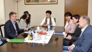 Photo of Ewa Minge do polityki?